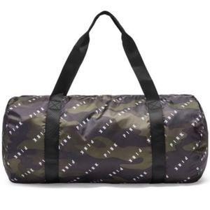 Nwt vs pink camo duffel packable